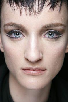 Cat-eye makeup at Carmen Marc Valvo Fall 2014
