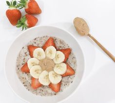 """Fi Lyne (@sipmunchmove) on Instagram: """"Brightening up this gloomy, rainy Friday morning with a dollop of yummy cashew butter in my coconut milk porridge! With chia and flaxseeds, banana and strawberries.."""