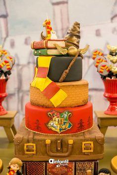 Bolo Harry Potter, Gateau Harry Potter, Harry Potter Birthday Cake, Harry Potter Food, Cupcake Cookies, Cupcakes, Anniversaire Harry Potter, Cata, Fondant Cakes