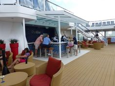 Bars and Lounges on the Celebrity Reflection: Pool Bar