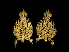 Crown of Baekje. A pair of cm golden diadem ornaments, early century (Baekje). Found in the tomb of King Muryeong, Gongju-si, Korean Traditional Dress, Traditional Outfits, Korean Jewelry, Korean Design, Royal Crowns, Korean Art, Buddhist Art, Ancient Jewelry, Drawing Clothes