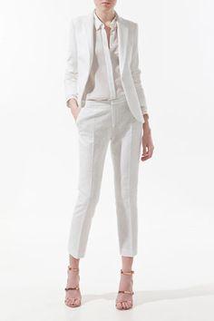El blanco es un color atemporal, nunca pasa de moda, da pulcritud, elegancia y sofisticación de forma inmediata. Este color es muy reconmendado para climas cálidos. Ideal para trabajar el color bloking e igual de efectivo para crear un look monocromático (total white).