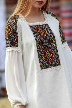 Model Dress Batik, Batik Dress, Grey Midi Dress, Midi Dress With Sleeves, Pakistani Dresses Casual, Pakistani Dress Design, Dress Neck Designs, Sleeve Designs, Kurta Style