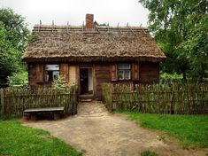 Muzeum Wsi Mazowieckiej Sierpc Tiny Cabins, Cabins And Cottages, This Old House, My House, Wooden Cottage, Antebellum Homes, Victorian Interiors, Old Mansions, Unusual Homes