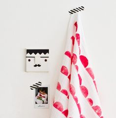DIY Potato stamped towels via Bloesem Kids, http://bkids.typepad.com/bookhoucraftprojects/2013/01/project-125-potato-stamped-baby-towel.html