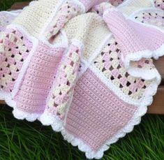 Crochet Pattern Sweet Dreams Baby Blanket This is so pretty. I wish I could crochet! Point Granny Au Crochet, Granny Square Crochet Pattern, Crochet Squares, Crochet Blanket Patterns, Baby Blanket Crochet, Crochet Stitches, Knitting Patterns, Granny Squares, Crochet Blankets