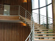 escalier balancé limon central crémaillé marches bois normes erp