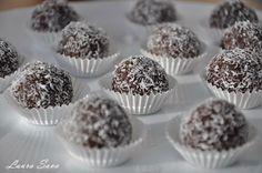Bile de ciocolata cu nuca de cocos | Retete culinare cu Laura Sava Russian Desserts, Romanian Food, Romanian Recipes, Vegan Sweets, Something Sweet, Mini Cupcakes, No Bake Cake, Truffles, Baking Recipes