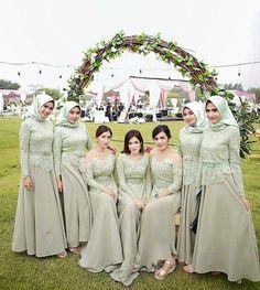 Inspired by @annairawati mint green for your bridesmaid dress����  http://gelinshop.com/ipost/1517328327135572226/?code=BUOohMKjbEC