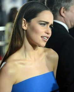 …She Is just way to sexy English Actresses, British Actresses, Actors & Actresses, Emilia Clarke Hot, Emelia Clarke, Beautiful Celebrities, Beautiful Actresses, Beautiful People, Ec 3
