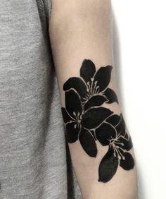 Luciano DelFabbro Hair Tattoos, Rose Tattoos, Flower Tattoos, Black Tattoos, Body Art Tattoos, New Tattoos, Small Tattoos, Piercing Tattoo, Tatuaje Cover Up