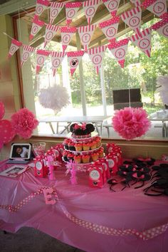 Minnie Mouse Party cake table