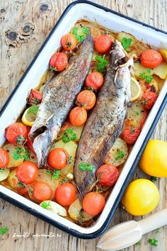 Fish with potatoes and cherry tomatoes How To Cook Fish, How To Cook Steak, Cooking Ribeye Steak, Cooking Bacon, Cooking Fish, Romanian Food, Fish And Seafood, Cherry Tomatoes, Pot Roast