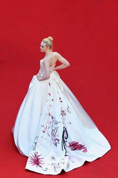 Elle Fanning wearing Vivienne Westwood Couture at the 2017 Cannes film festival Elle Fanning, Fashion 2017, Trendy Fashion, Fashion Show, Fashion Dresses, Tokyo Fashion, Petite Fashion, Cannes Film Festival, Festival 2017