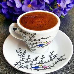En güzel mutfak paylaşımları için kanalımıza abone olunuz. http://www.kadinika.com Onu Bunu Bırakda Bazı tatlar vardır önce kokusuna bayılırsınız sonra tadına O zaman fncanini boyar kahveni yapar tadını çıkarırsın #türkkahvesi #love #istanbul #coffee #turkishcoffe #sohbet #bakircezve #bolköpüklü #lokum #gramkahvem #instagram #fincan #kahvetadinda #damatfincanı #mutfakgram #beautiful #turkiye #türkischermokka #chocolate #instagood #instacoffee #hayırlıcumalar #turkkahvesi #like4like…