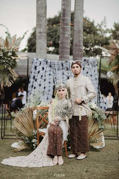 Kebaya Wedding, Muslimah Wedding Dress, Wedding Hijab, Pre Wedding Poses, Pre Wedding Photoshoot, Wedding Couples, Javanese Wedding, Indonesian Wedding, Foto Wedding