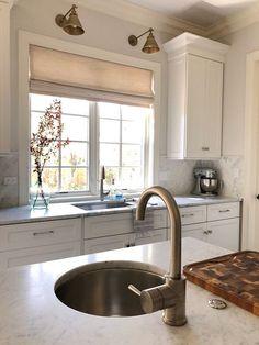 New kitchen window over sink shades 54 Ideas Window Over Sink, Kitchen Sink Window, Best Kitchen Sinks, New Kitchen, Cool Kitchens, Galley Kitchens, Kitchen Island, Home Decor Kitchen, Kitchen Design