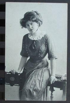 alte Ansichtsk.Postkarte junge Frau gel.1912 von Auerbach nach Gückelsberg Flöha