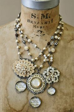 love these necklaces...I'm going to start looking for old pins and chains!
