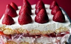 creamy strawberry moscato torte -- like a summer tiramisu: ladyfingers dipped in moscato and layered with sweet mascarpone and strawberries. a simple, light, sweet conclusion to a summer meal (with another glass of wine maybe? Strawberry Moscato, Strawberry Tiramisu, Strawberry Recipes, Strawberry Tart, Strawberry Shortcake, Just Desserts, Delicious Desserts, Dessert Recipes, Summer Desserts