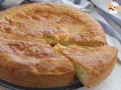 Basque Cake, a Southwestern French dessert Happy Cake – France Recipes Potluck Desserts, Reuben Sandwich, Cheese Burger, Halloumi, Gateau Basque Recipe, Basque Cake, Cake Recipes, Dessert Recipes, French Cake