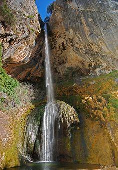 Cascade de Courmes, dans les Gorges du Loup (Sud de la France)