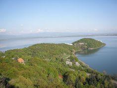 Fotogaléria - 18 najčistejších vodných plôch na Slovensku, kde sa okúpete uprostred prírody | interez.sk Windsurfing, River, Outdoor, Outdoors, Outdoor Living, Garden, Rivers