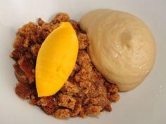Sorbete de mango, crema de praline y chocolate con leche
