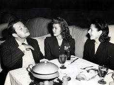 Shirley Temple in the Pump Room at the Ambassador Hotel with Orson Welles and Ruth Gordon, 1944 Vintage Hollywood, Classic Hollywood, Shirley Temple, Ruth Gordon, Ambassador Hotel, Mary Pickford, Orson Welles, She Movie, Hollywood Stars