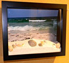 Shells on the beach diorama box. For more ideas, click here: http://www.completely-coastal.com/2013/08/beach-ocean-diorama-box-ideas.html