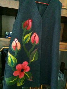 Wool Needle Felting, Wet Felting, Dress Painting, Fabric Painting, Flower Tattoo Designs, Flower Designs, Surface Art, Painted Clothes, Felt Art