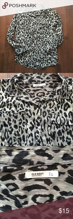 Cute flowey blouse... Never warn like new condition cute with leggings and a pair of boots Old Navy Tops Blouses