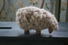 mooi wollen schaap met houten lijf Hij heet Berend :)