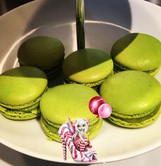 #macarons #pistache #pateapistache #meringue #meringuefrancaise #ganachepistache #ganache #homemade #homemadefood #homemadecooking #instafood #patisserie #dessert #douceursucrees Macarons, Meringue, Cake, Desserts, Food, Parchment Paper Baking, Powdered Sugar, Almond, Gentleness