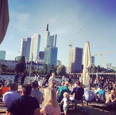 Das Maincafé ist nicht nur ein fantastischer Ort zum Äppler trinken, es ist auch der einzige Ort entlang des Mains mit einer Toilette. | 24 Geheimnisse, die Dir Menschen aus Frankfurt am Main nicht verraten