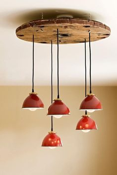 Deco with wooden discs are: great craft ideas and a lot of tension … - Unique Chandeliers Chandelier For Sale, Pendant Chandelier, Unique Chandelier, Pendant Lights, Retro Home Decor, Diy Home Decor, Wooden Cable Reel, Decoration Restaurant, Spool Tables