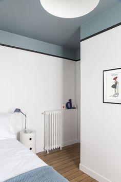 〚 Bright apartment with colorful accents in Paris 〛 ◾ Photos ◾Ideas◾ Design Home Interior, Interior Design, Interior Office, Interior Plants, Interior Ideas, Bright Apartment, Appartement Design, Room Colors, Cheap Home Decor