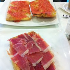 The most perfect Spanish breakfast ever - Tostada con tomate y jamon - La Mariscal