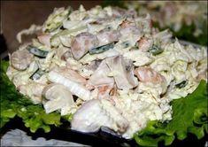 Салат с пекинской капустой, грибами и копченой курицей