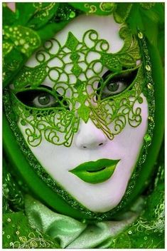 Green – Lovely red lace reveler, Carnival at Venice (myvenetianmaks) @ myvenetia… - Mardi Gras Venetian Carnival Masks, Carnival Of Venice, World Of Color, Color Of Life, Arte Peculiar, Costume Venitien, Venice Mask, Beautiful Mask, Beautiful Women
