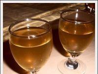 Nalewka na zielonej herbacie. Ciekawa w smaku. Alcoholic Drinks, Beverages, Irish Cream, White Wine, Vogue, Cooking, Kitchen, Liquor Drinks, White Wines