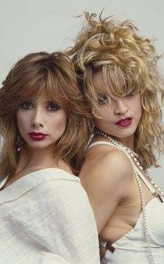 On May 9 Madonna and Rosanna Arquette appeared on the cover of Rolling Stone magazine, promoting their film, Desperately Seeking Susan, with photos by Herb Ritts. Here's a snippet from … Lady Madonna, Madonna 80s, Madonna Rare, Madonna Music, Rossana Arquette, Divas, Desperately Seeking Susan, Madona, Madonna Pictures