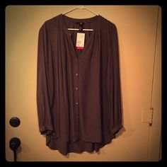 H&M Hi/Lo blouse ✨✨✨ H&M Olive green hi/Lo blouse. NWT ⭐️ H&M Tops Blouses