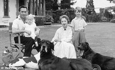 0 Richard Todd with his first wife Catherine with their children Peter and Fiona & their dogs Classic Hollywood, Old Hollywood, Richard Todd, Old Movie Stars, Classic Films, Old Movies, Famous People, Actors & Actresses, Couple Photos