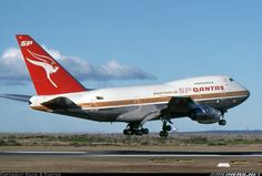 Vintage Aircraft – The Major Attractions Of Air Festivals - Popular Vintage Qantas Airlines, Best Airlines, Helicopter Cockpit, Aircraft Interiors, Airplane Flying, Airline Logo, Airplane Photography, Jumbo Jet, Passenger Aircraft