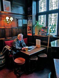 The Gentle Author's Marylebone Pub Crawl Pub Bar, Cafe Bar, Irish Pub Decor, Uk Pub, Pub Interior, Interior Design, Pub Sheds, Irish Bar, Home Pub