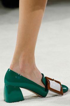 Miu Miu aunque corresponde a la colección de el año anterior ❇❇❇ Resulta un zapato que tanto en textura como en color y diseño podemos utilizar esta Primavera ..... Resulta estupendo para toda la jornada