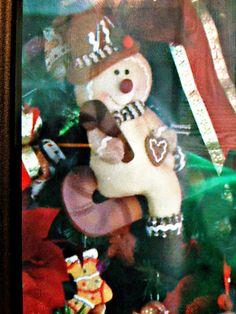 Sitting gingerbread man