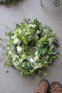 Funeral Tributes, Funeral Arrangements, Spring Door Wreaths, Flower Decorations, Wild Flowers, Poppies, Marie, Floral Wreath, Art Floral