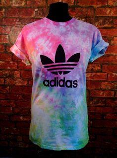 Unisex Authentic Adidas originals Tie Dye T-shirt Pastel Rainbow Scrunch XS-XXL Mens womens and Kids sizes available. Tie Dye Shirts, Dye T Shirt, Sweater Shirt, Diy Shirt, How To Tie Dye, Cool Outfits, Fashion Outfits, Adidas Outfit, Tye Dye